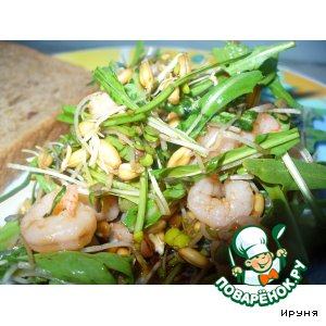 Рецепт: Свежий салатик из ростков и креветок