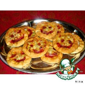 Рецепт: Семейка   весeлых  пиццулят