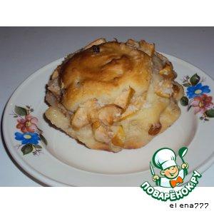 Рецепт: Дрожжевая бабка с яблоками и изюмом