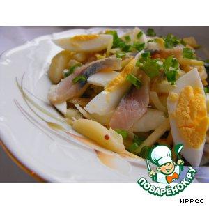 Рецепт: Салат с сельдью, картофелем и яблоком
