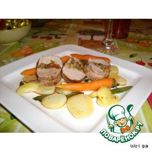 Рецепт: Рулетики из свинины с абрикосами и фисташками