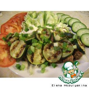 Рецепт: Салат с куриной печенью и цуккини