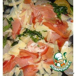 Рецепт: Руккола с пармской ветчиной и двумя видами сыра