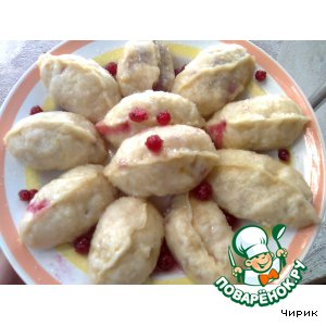 Steam dumplings with red currants