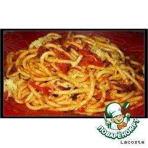 Рецепт: Спагетти с пряным овощным соусом и сыром