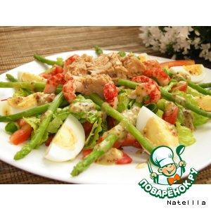 Рецепт: Салат с мини-спаржей, раковыми шейками и тунцом