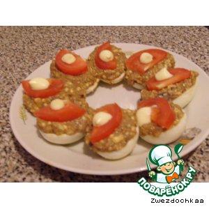 Рецепт Яйца, фаршированные килькой в томате