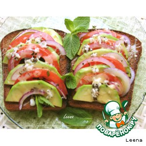 Рецепт Теплые пикантные бутерброды с авокадо, помидорами и сыром
