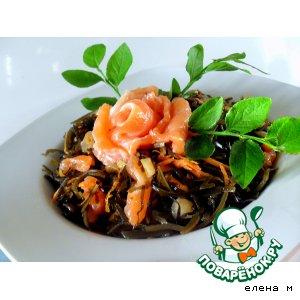 Рецепт: Салат из морской капусты с красной рыбой
