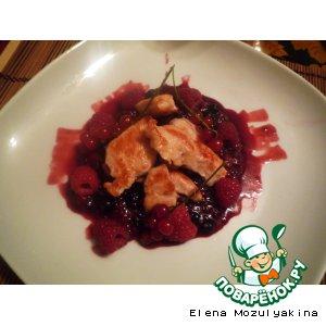 Рецепт: Куриное филе под ягодным соусом