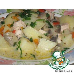 Рецепт: Жаркое с курицей и грибами в сметане