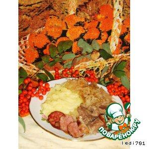 Рецепт: Квашеная капуста с мясом и копченостями  в горшочке