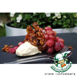 Теплый виноград с маскарпоне и ореховой карамелью