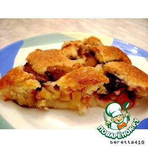 Рецепт: Сливово-яблочный теплый пирог