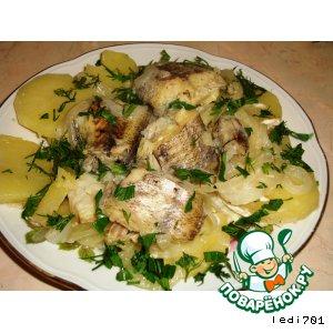 Рецепт: Тушеная рыба с картофелем