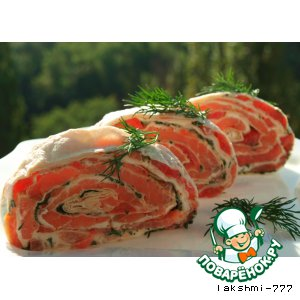 Roll of pita with salmon and tomatoes