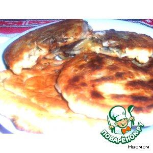 Рецепт: Сметанные лепешки с грибами и картофелем