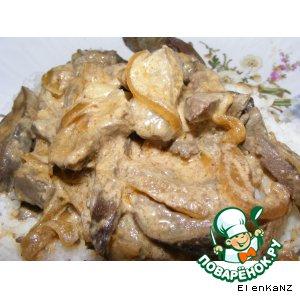 Рецепт: Тушеная печень в сметане с паприкой