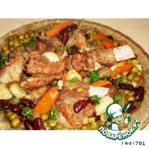 Рецепт: Бараньи ребрышки с фасолью и зеленым горошком