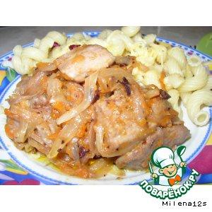 Рецепт: Индейка с луком, морковью и клюквой