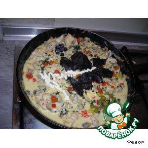 Рецепт: Горячая сковорода с курицей и грибами