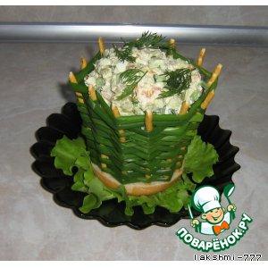 Рецепт: Салат в луковой корзинке