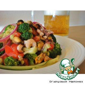 Рецепт: Овощной салат с морепродуктами Ривьера