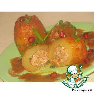 Рецепт: Фаршированная картошка в томатном соусе
