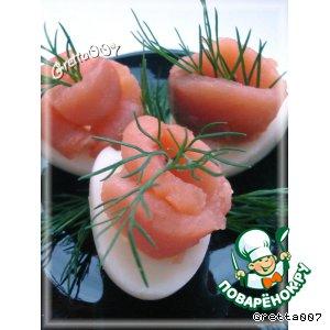 Рецепт: Перепелиные яйца с копченой красной рыбой