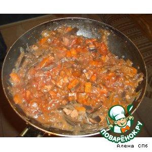 Рецепт: Тушеные баклажаны с сосисками