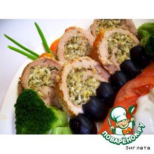 Рецепт: Мясной рулет с зеленым творогом