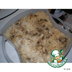 Rice with mushrooms and chicken in the steamer