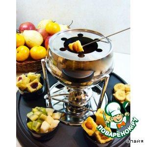 Рецепт: Шоколадное фондю с творожным бисквитом и фруктами