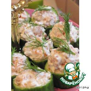 Рецепт: Огуречные чашечки с соусом из лосося