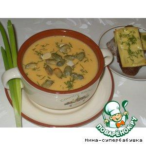 Рецепт: Оранжевый суп с тыквенными семечками и сырными тостами