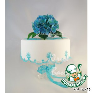 Flowers from sugar mastic for cakes