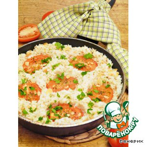 Rice with almonds, cheese and tomatoes