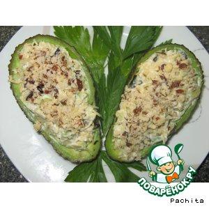 Рецепт: Салат из авокадо с черносливом