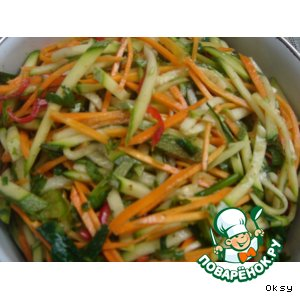 Рецепт: Салат из сырого кабачка по-корейски
