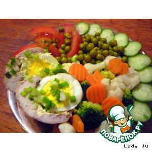 Рецепт: Пряные куриные рулетики с яйцом