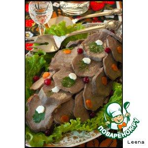 Рецепт: Заливной язык на хлебной горке