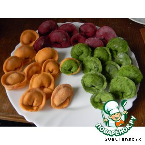 Рецепт: Цветные пельмешки с семгой