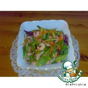 Рецепт: Салат с креветками, морковью и огурцом