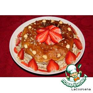 Рецепт: Креп-торт с клубникой и орехами