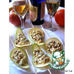 Рецепт: Лепестки из груш с орехами и Дор-Блю