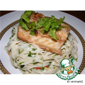 Рецепт: Рыба в имбирно-соевом соусе с лапшой