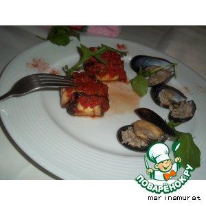 Рецепт: Фаршированые баклажаны, запеченные в томатном соусе