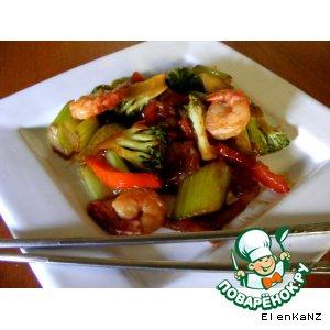 Рецепт: Креветки, жаренные с овощами