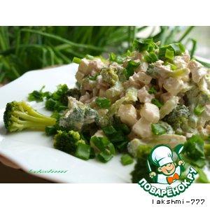 Рецепт: Салат с брокколи, курицей и брынзой