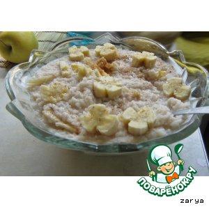 Fragrant rice porridge with banana and cinnamon
